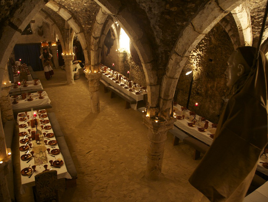 https://www.provins.net/wp-content/uploads/2018/05/banquet-des-troubadours-provins-1.jpg