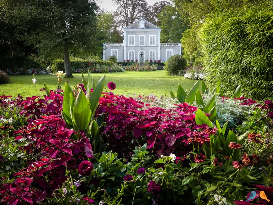 Garnier public garden in Provins