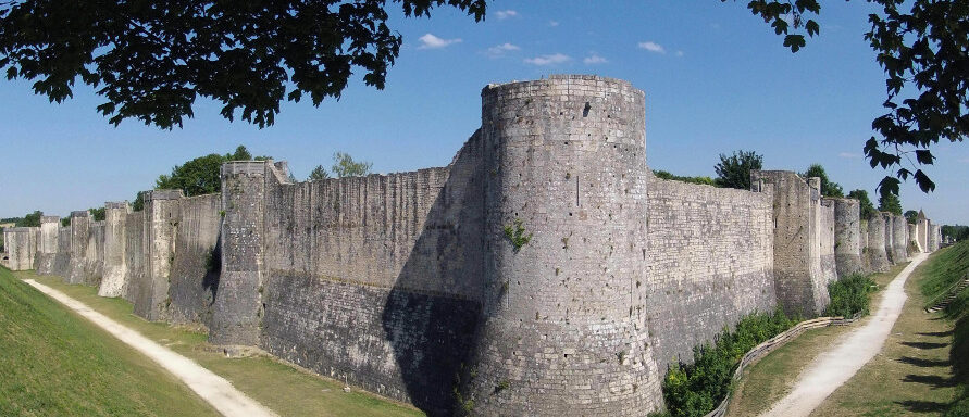 Les remparts de la cité médiévale de Provins