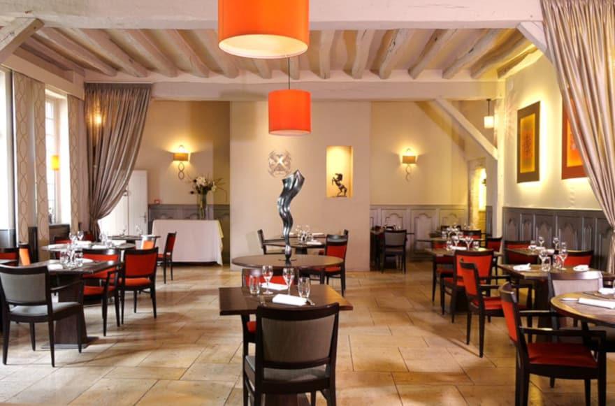 https://www.provins.net/wp-content/uploads/2020/10/restaurant-hotel-aux-vieux-remparts-provins.jpg