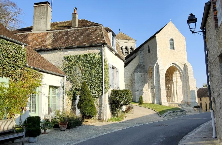 Eglise de Saint-Loup-de-Naud, Village de Caractère dans le Provinois, région de Provins