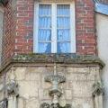 Fenêtre du Palais des Barons à Bray-sur-Seine, dans le Bassée-Montois, région de Provins